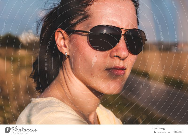 summertime. Mensch Jugendliche blau schön Sommer Junge Frau ruhig 18-30 Jahre Erwachsene Gesicht Wärme feminin natürlich braun Kopf träumen