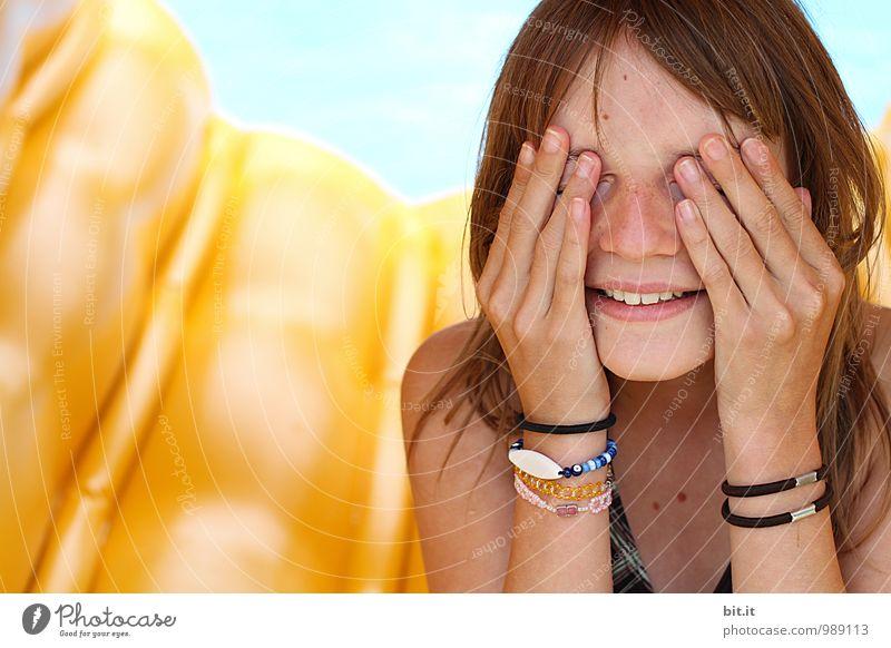 Augen zu, bis der Sommer kommt Mensch Natur Ferien & Urlaub & Reisen Freude Strand Leben feminin Spielen Glück Schwimmen & Baden Freizeit & Hobby Tourismus