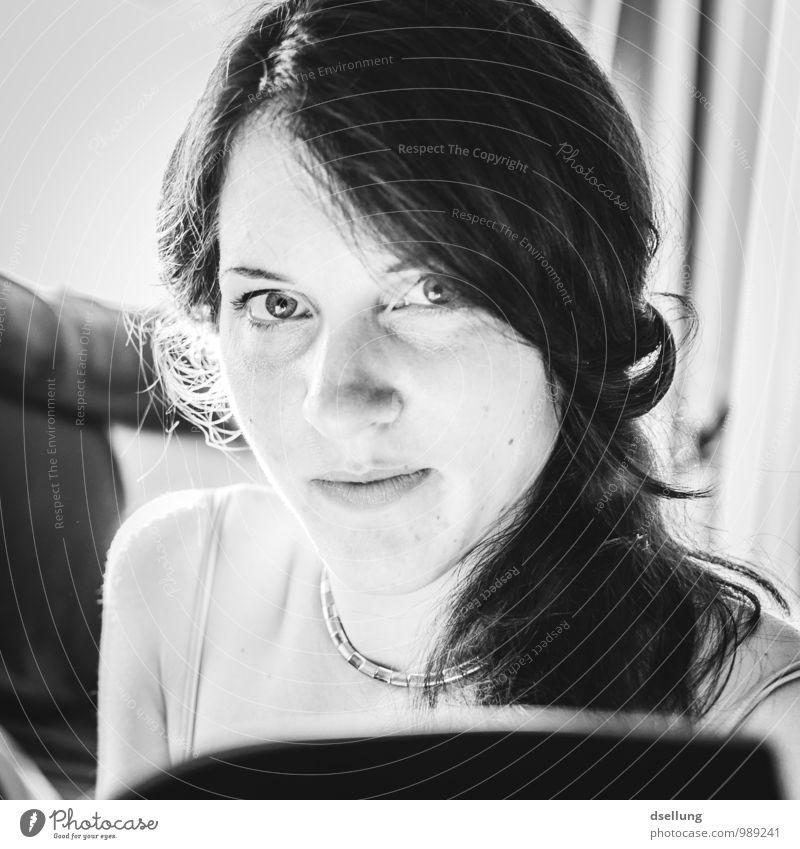 . Mensch feminin Junge Frau Jugendliche Kopf Gesicht 1 18-30 Jahre Erwachsene beobachten Erholung lesen glänzend schön nah ruhig Wachsamkeit Auge