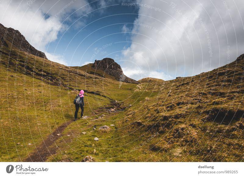 Jetzt gehts nur noch bergauf! Mensch Himmel Ferien & Urlaub & Reisen Jugendliche blau grün Sommer Junge Frau Landschaft Wolken 18-30 Jahre kalt gelb Erwachsene