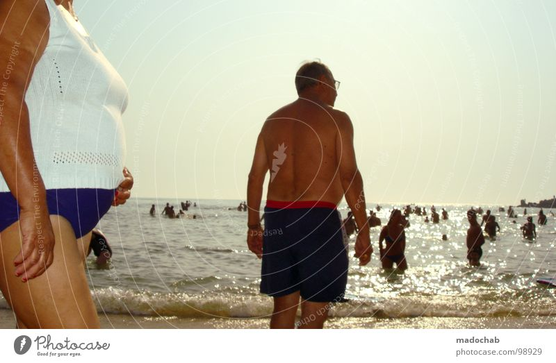 HUNGER Mensch Frau Himmel Ferien & Urlaub & Reisen Mann alt Wasser Sommer Sonne Meer Erholung Freude Strand Senior Schwimmen & Baden Sand