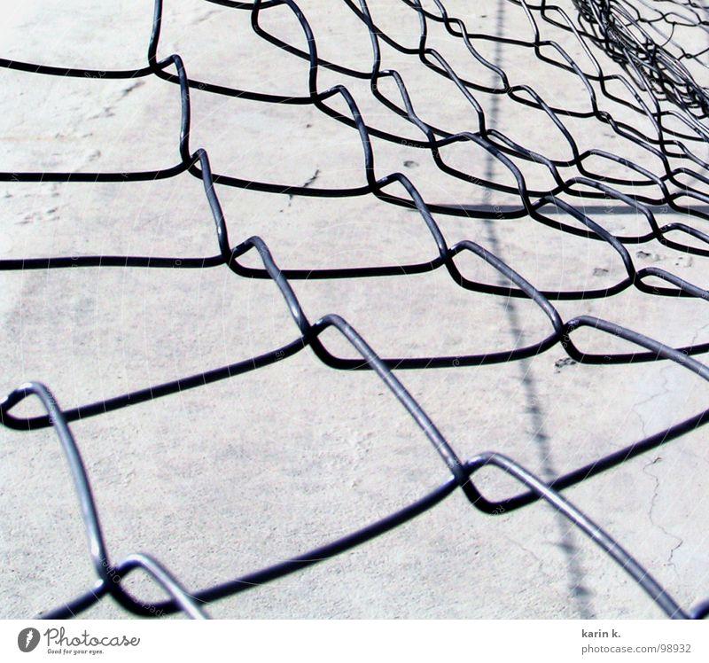 Maschendrahtzaun weiß schwarz grau Mauer Metall Netz Handwerk Zaun Draht Eisen Schlaufe Maschendrahtzaun