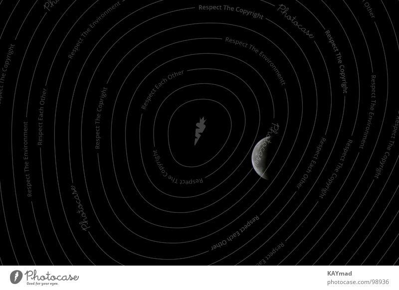 Mond Nacht dunkel schwarz ruhig Einsamkeit Langzeitbelichtung Himmelskörper & Weltall Langeweile aufgehender Mond Erholung selektiver Focus