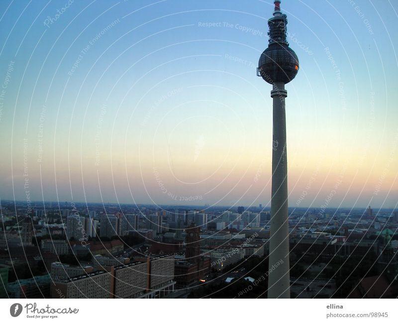 Berlin, du bist so wunderbar Himmel Stadt Ferien & Urlaub & Reisen ruhig Ferne oben Freiheit Landschaft Architektur frei Horizont hoch Ausflug