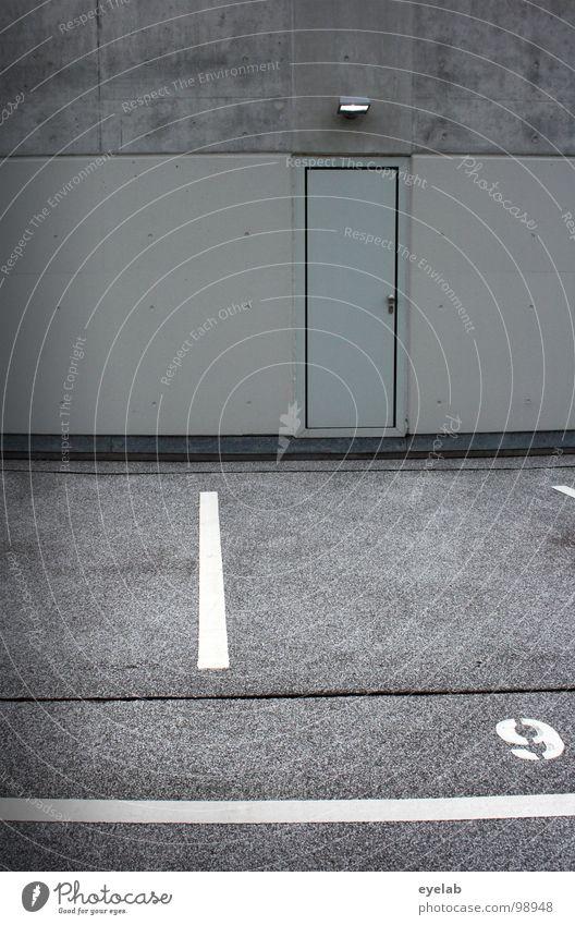 _|_[]9` weiß Haus grau Gebäude Lampe Linie Tür Platz Beton Verkehr modern Schriftzeichen leer neu Streifen rund