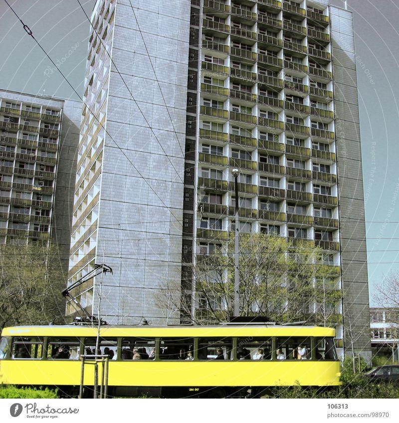 BACK IN 1983 old-school Zeitreise Sozialismus Deutschland früher zeitlos Studentenwohnheim Verkehrsmittel Umwelt Umweltschutz Mitfahrgelegenheit Stadt