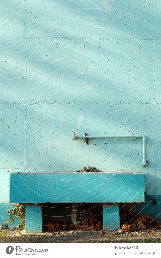 Wasserstelle Mauer Wand Beton Betonmauer Betonwand Anstrich Brunnen Wasserhahn Becken Sanitäranlagen Rohrleitung Wasserrohr türkis Strukturen & Formen