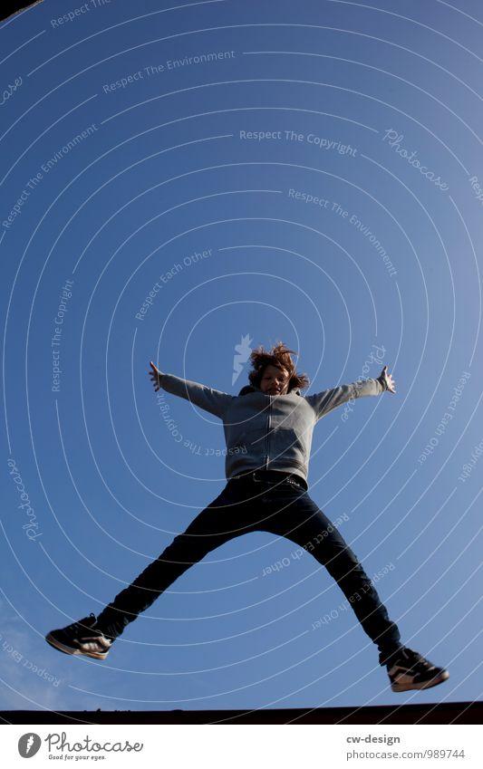 Jugendlicher springt Lifestyle elegant Stil Freude Glück Freizeit & Hobby Spielen Abenteuer Freiheit Mensch maskulin Junge Junger Mann Kindheit Leben 1