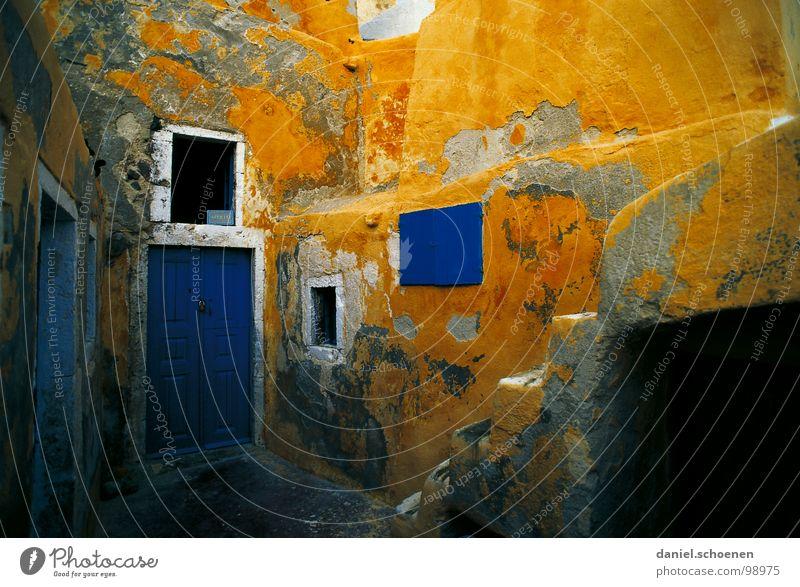 nicht bei mir um die Ecke Mauer Fassade Putz verfallen mehrfarbig Zeit blau gelb Haus Griechenland Süden Ferien & Urlaub & Reisen Fenster mediterran