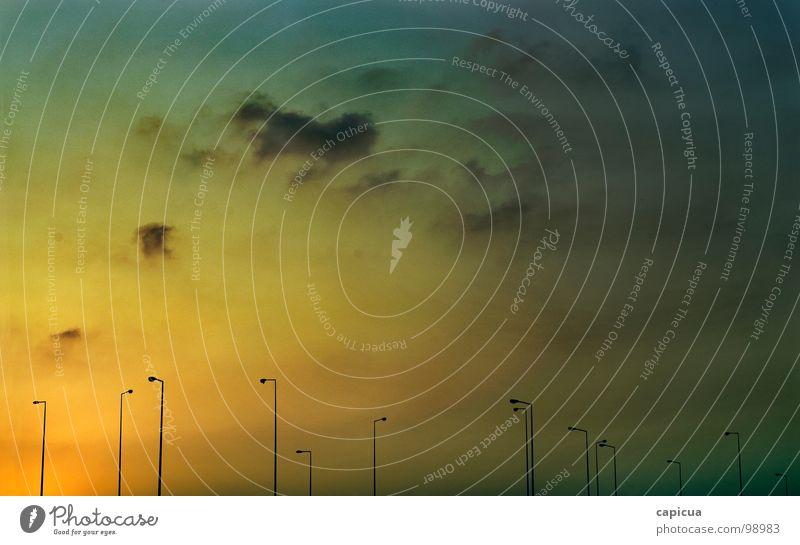 dawn Himmel Sommer gelb Licht desolat sehr wenige verfallen Farbe sky gradient light lamp clouds polution dusk sun empty