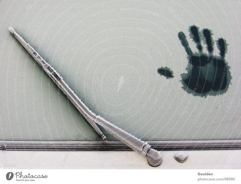 gimme5 Hand Winter Schilder & Markierungen Frost PKW Mensch Technik & Technologie Eis Schutz Wärme Fensterscheibe Wischer Zeichen Abdruck Fingerabdruck Schnee