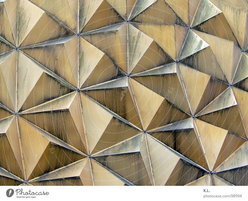 tetra01 Gebäude Linie Metall dreckig Architektur Ecke Dach Geometrie Staub Symmetrie gestellt Dreieck Kuppeldach Pyramide Wasserrinne Nische