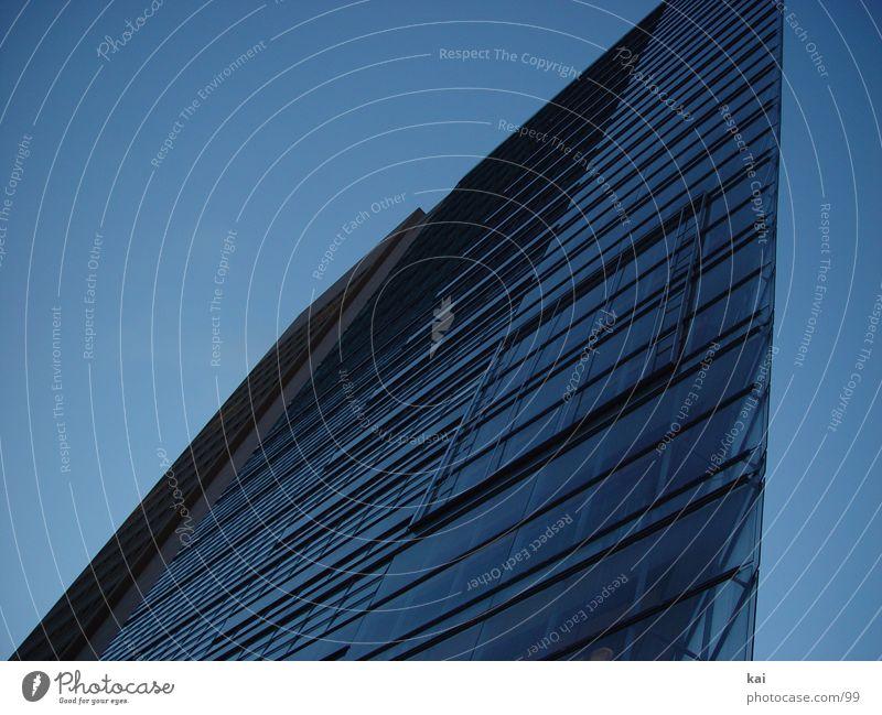 hoheshauskleinerman Hochhaus Stadt Haus Architektur Berlin Potsdamer Platz Bürogebäude Postmoderne Fassade Glasfassade Moderne Architektur blau Blauer Himmel