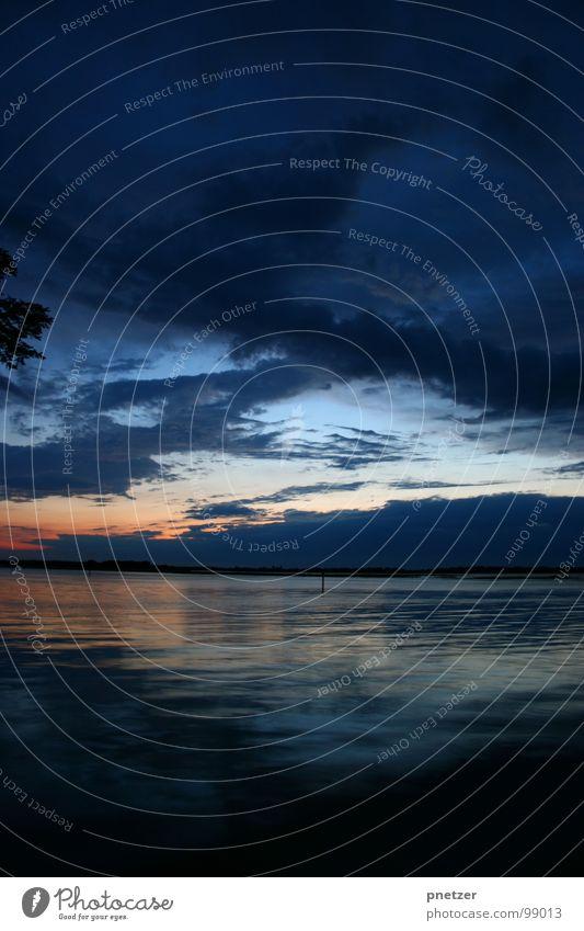 Lagune Nacht Meer See Italien Sonnenuntergang Reflexion & Spiegelung Baum dunkel Langzeitbelichtung Strand Küste sea sun Himmel blau orange Ast sunrise tree