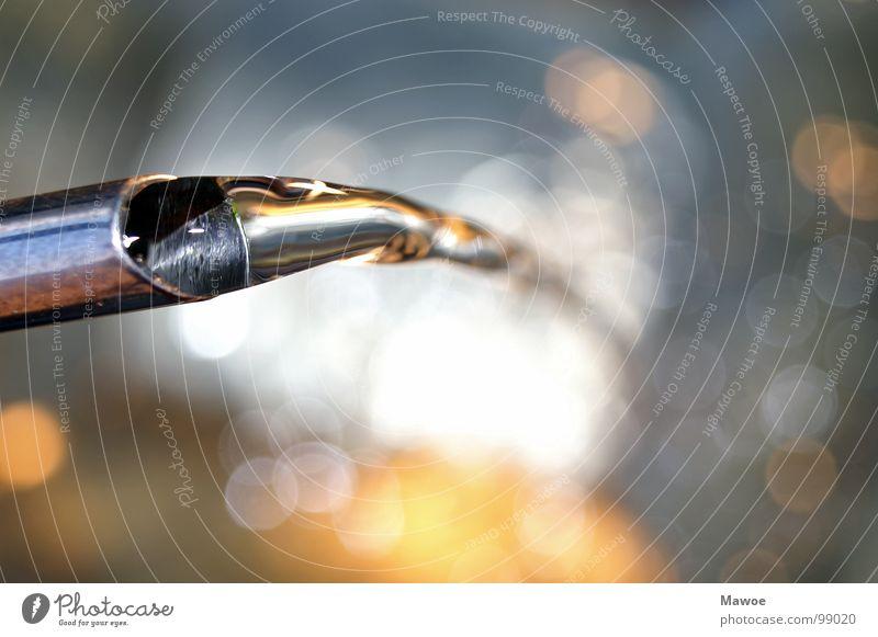Wasser fließt in Unschärfe fließen Pastellton Licht ruhig Stimmung Makroaufnahme Nahaufnahme Fluss Gieskanne Wassertropfen Klarheit Reflexion & Spiegelung