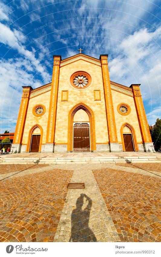 Kirche in der Villa Cortese geschlossener Backsteinturm Ferien & Urlaub & Reisen Tourismus Haus Architektur Kultur Pflanze Himmel Sommer Schönes Wetter Gras