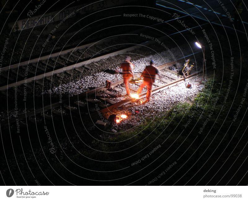 Schienenschweisser I dunkel Eisenbahn Industrie Gleise Eisen Bauarbeiter Arbeiter Schweißen