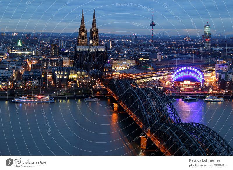 Ausblick auf Köln Stadt schön Wasser Haus Architektur Beleuchtung Religion & Glaube Deutschland Tourismus ästhetisch Europa Kirche Brücke historisch Fluss
