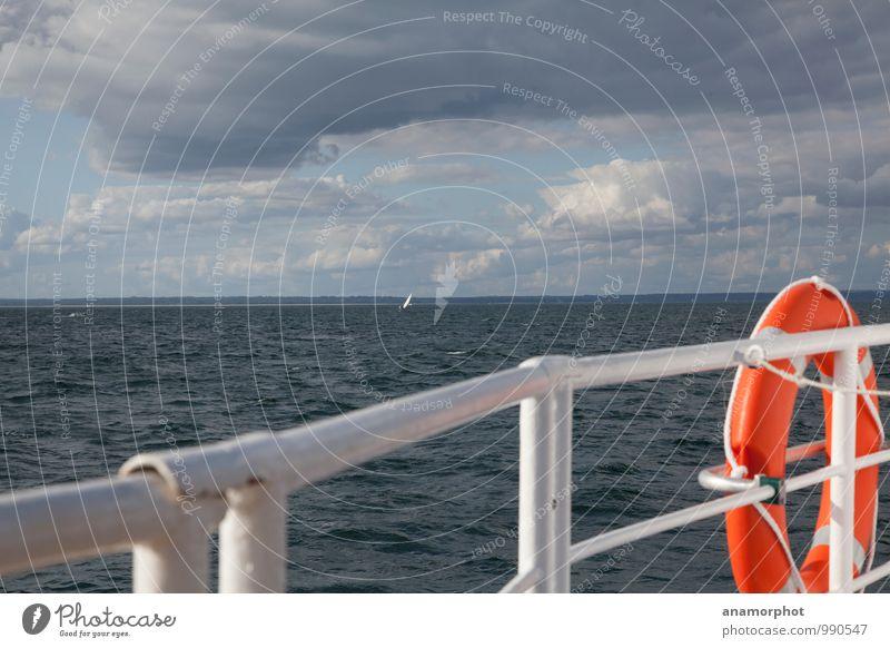 Rettungs-Ring Ferien & Urlaub & Reisen blau weiß Sommer Meer Freude Ferne orange Zufriedenheit Wellen leuchten Tourismus Ausflug Abenteuer Schutz Sicherheit