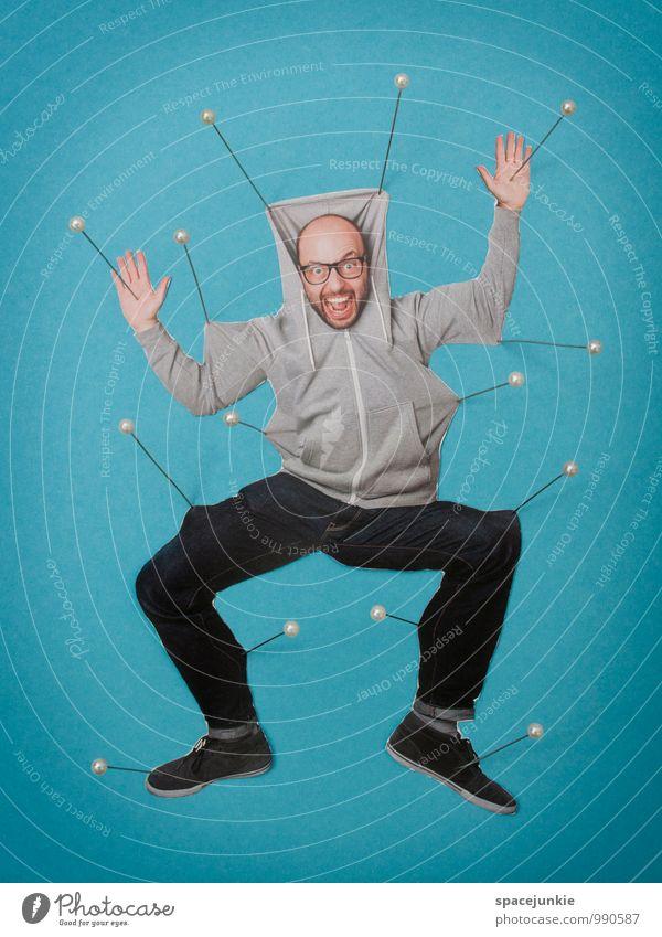 Performance Mensch Jugendliche Mann blau Junger Mann Erwachsene lustig außergewöhnlich maskulin Angst verrückt gefährlich Bekleidung bedrohlich Brille