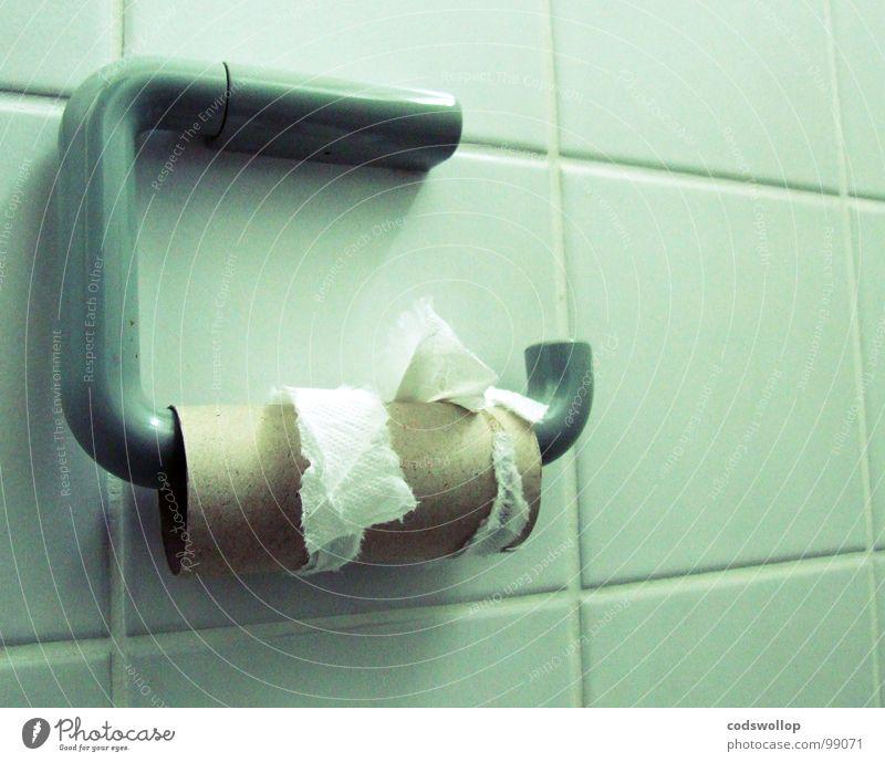 drangsaal Einsamkeit Arbeit & Erwerbstätigkeit Angst sitzen leer Bad Ende Toilette Fliesen u. Kacheln Ladengeschäft Verzweiflung Panik schlecht Rolle spät