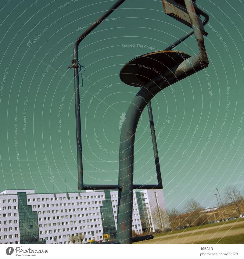 SPORT FREI = STUHLGANG Himmel Natur Baum Wiese Freiheit Gebäude Metall Deutschland Feld Freizeit & Hobby Treppe Aktion Vergänglichkeit Rasen Dresden Gesellschaft (Soziologie)