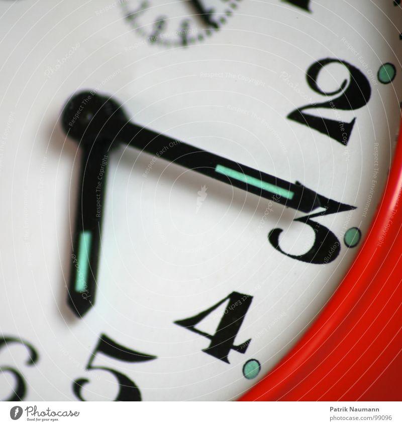 und sie läuft weiter... rot 2 Zeit Uhr 3 Zukunft Ziffern & Zahlen 4 Vergangenheit Gegenwart Fortschritt Wecker Uhrenzeiger