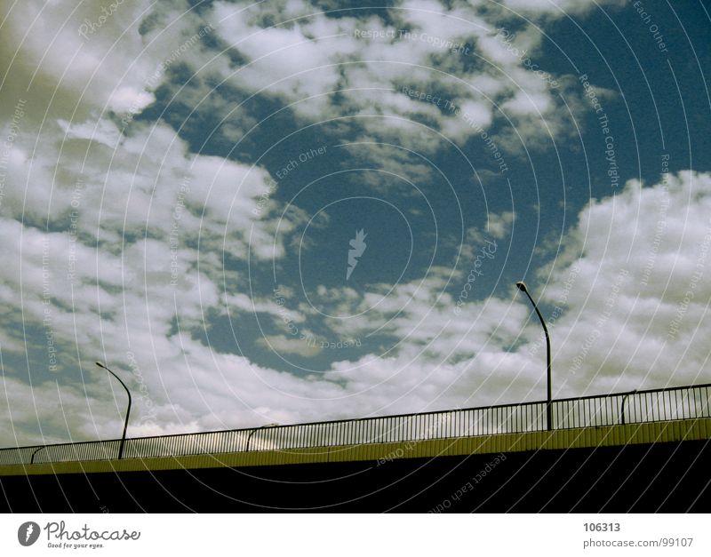 der Kanaltunnel = The Channel Tunnel Himmel alt Wolken Straße Architektur Wege & Pfade Mauer Lampe Linie hell Metall Energiewirtschaft Technik & Technologie Elektrizität Brücke Kabel