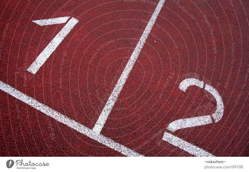 1 / 2 rot weiß Ziffern & Zahlen Sportveranstaltung Niederlage Spuren Rennbahn Joggen Startschuss Beschleunigung Geschwindigkeit Spielen Konkurrenz one two red
