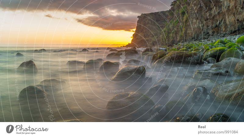 Meer am Abend Segeln wandern Umwelt Natur Landschaft Urelemente Wasser Himmel Wolken Horizont Sonne Sommer Moos Wellen Küste Strand Atlantik Insel Madeira