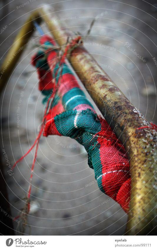 Advanced Camping alt Meer Strand Ferien & Urlaub & Reisen Einsamkeit Stein Sand Metall Küste dreckig Umwelt Seil kaputt verfaulen Müll
