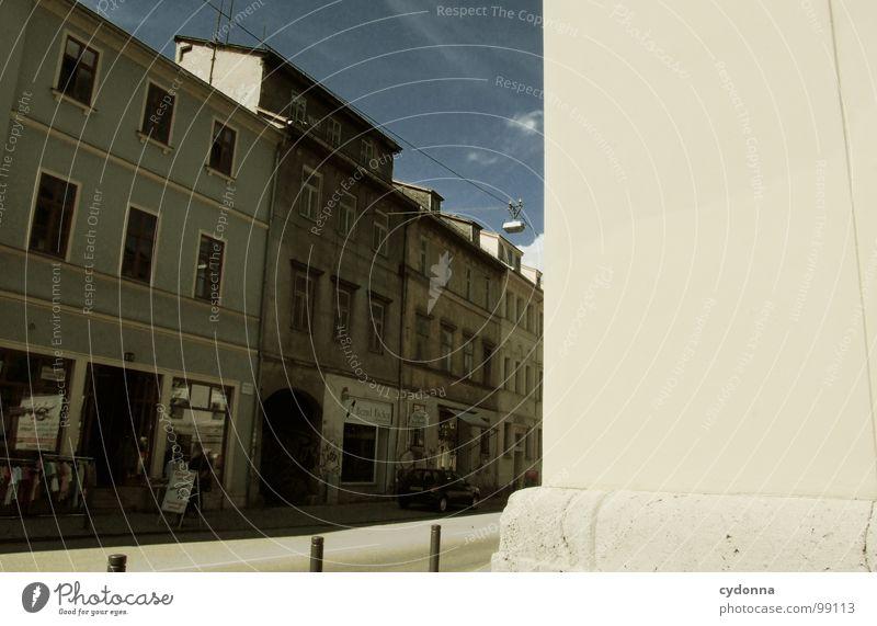 Empty Street Weimar Stadt leer Einsamkeit Tod Haus Fassade Mauer Dach Bürgersteig Bildaufbau Fenster gehen Fußgänger normal einzigartig Sommer kalt trist