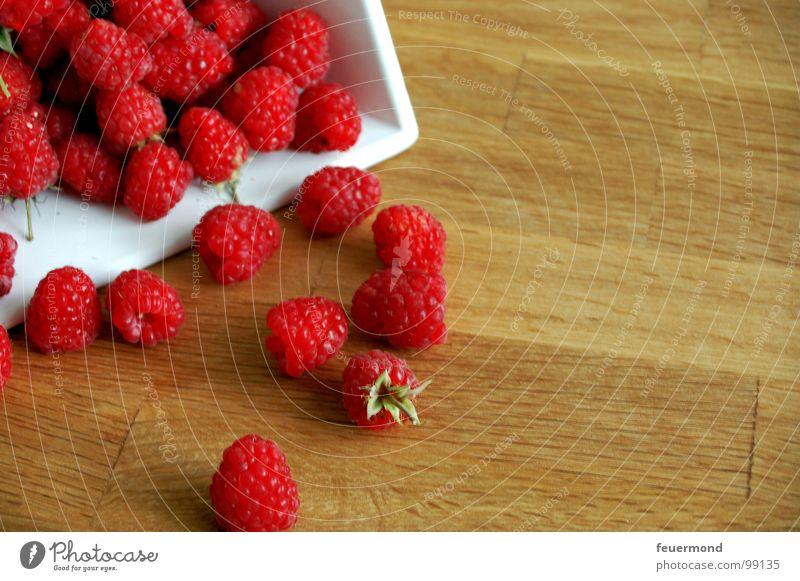 Zum vernaschen rot Sommer Ernährung Garten Gesundheit Frucht süß Ernte Sammlung Beeren Vitamin fruchtig Himbeeren