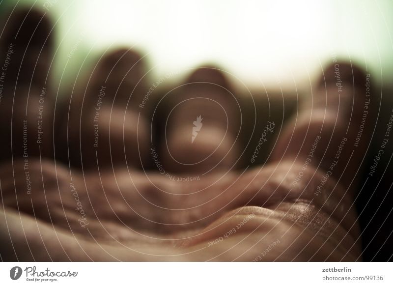 Handbremse {f} = handbrake Mensch Schilder & Markierungen Finger Suche Wunsch nehmen Zweck gestikulieren geben Zeigefinger Almosen Moral Körperteile