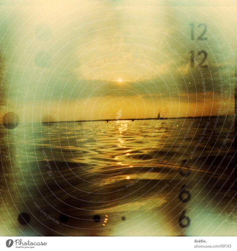 Verunfallt Unfall Lichteinfall 12 6 Holga Meer See Strand Sonnenuntergang Wellen Abenddämmerung Sommer tauchen Schnorcheln Segeln Wasserfahrzeug Segelboot