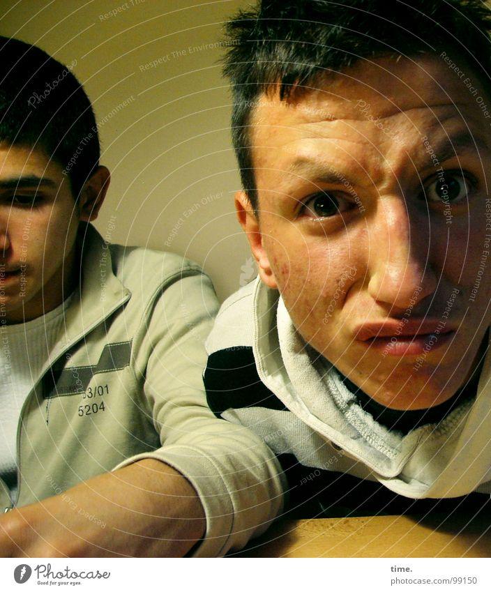 Straight Jugendliche Auge Freundschaft Kraft Kraft deutlich direkt Gewitter Gesichtsausdruck Ehrlichkeit Oberlippe Licht & Schatten
