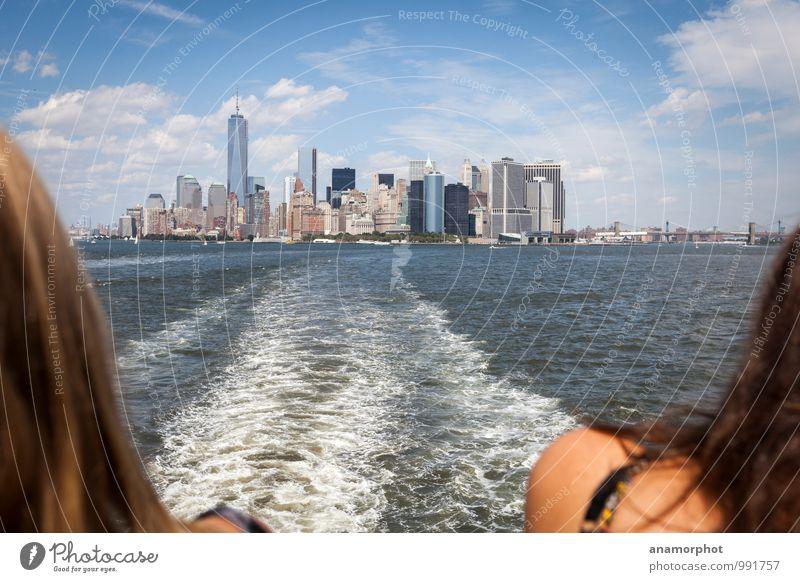 Manhattan über die Schulter Ferien & Urlaub & Reisen blau Sommer Sonne Meer Freude Ferne Leben Freundschaft Lifestyle Zusammensein Wellen Tourismus modern