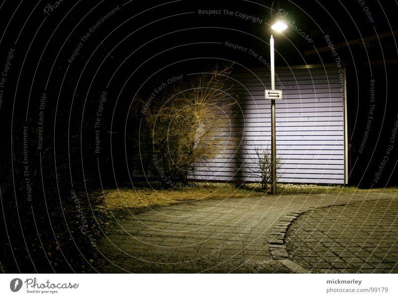 lonestar Licht Laterne Granit gehen Einsamkeit dunkel geheimnisvoll Dieb halbdunkel Nacht Verkehrswege gehsteig Kopfsteinpflaster Stein Angst strausch