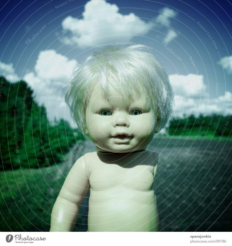 Coming home Spielzeug bedrohlich beängstigend blond Chucky gruselig Horrorfilm böse süß niedlich skurril wiederkommen gehen Angst Panik Puppe Auge blau Wildtier