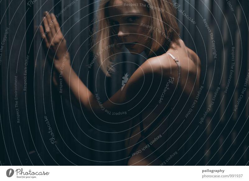 ... Mensch Frau Jugendliche schön Junge Frau Einsamkeit 18-30 Jahre Erwachsene Leben Traurigkeit Gefühle feminin Stimmung Körper blond Trauer