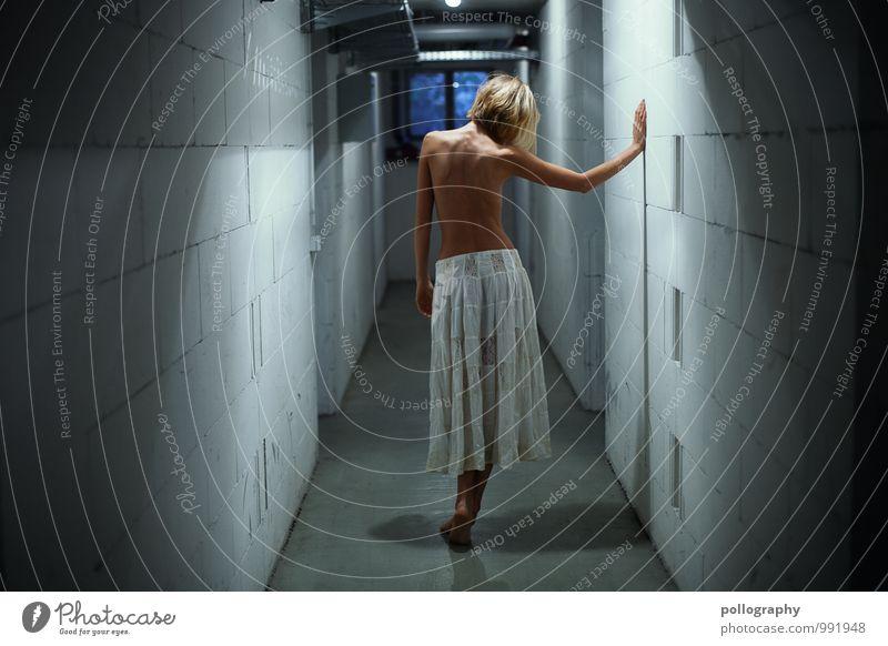 ... Lifestyle schön Körperpflege Mensch feminin Junge Frau Jugendliche Erwachsene Leben 1 18-30 Jahre Rock blond Gefühle Stimmung Gelassenheit ruhig Traurigkeit