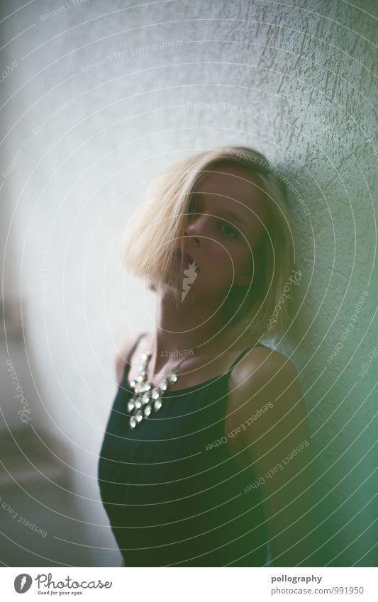 ... Lifestyle elegant Stil Mensch feminin Junge Frau Jugendliche Erwachsene Leben Körper 1 18-30 Jahre Mode Bekleidung Kleid Accessoire Haare & Frisuren blond