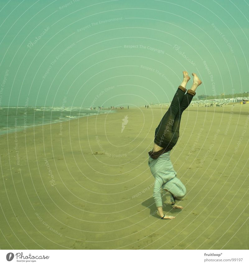 vom Winde verweht Strand Handstand ruhig harmonisch Spielen Nordsee Natur