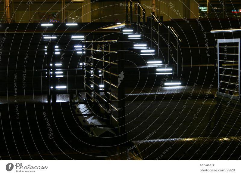 Stufen & Metall 1 Beleuchtung weiß Geländer Kiel Treppe