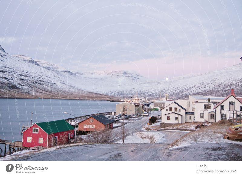 Eskifjörður schön Wasser Meer Landschaft Haus kalt Berge u. Gebirge trist Abenteuer Hügel Bucht Sehnsucht Dorf Fernweh Island Skandinavien