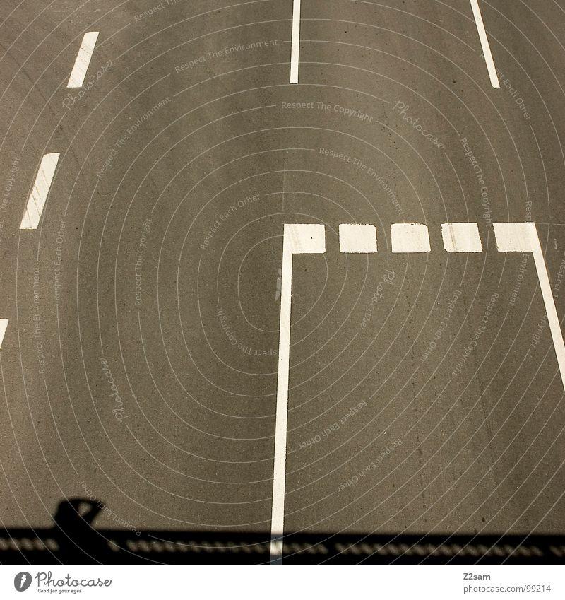 markierungswahnsinn Straße Bewegung Wärme PKW Linie Deutschland Schilder & Markierungen Verkehr Brücke fahren Güterverkehr & Logistik einfach Physik Spuren Seite gestreift