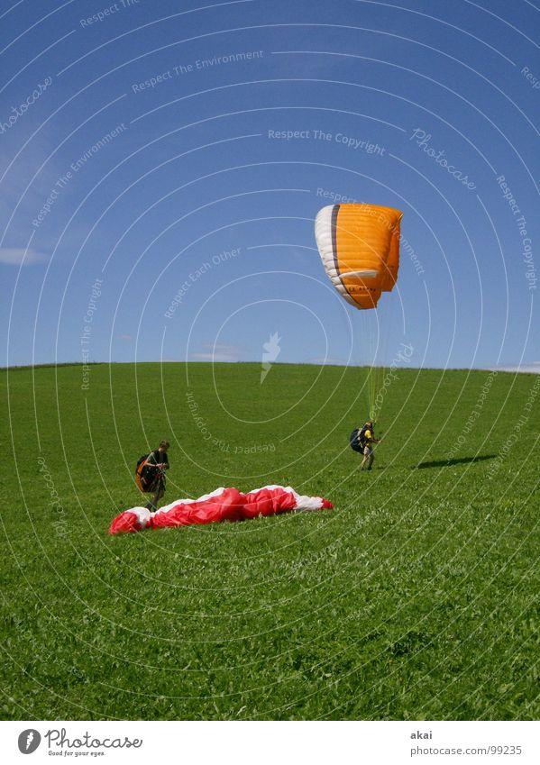 Groundhandling 2 Freude Ferien & Urlaub & Reisen Farbe Sport Gefühle Spielen orange Beginn Luftverkehr Romantik Planet Gleitschirmfliegen Abheben gemalt