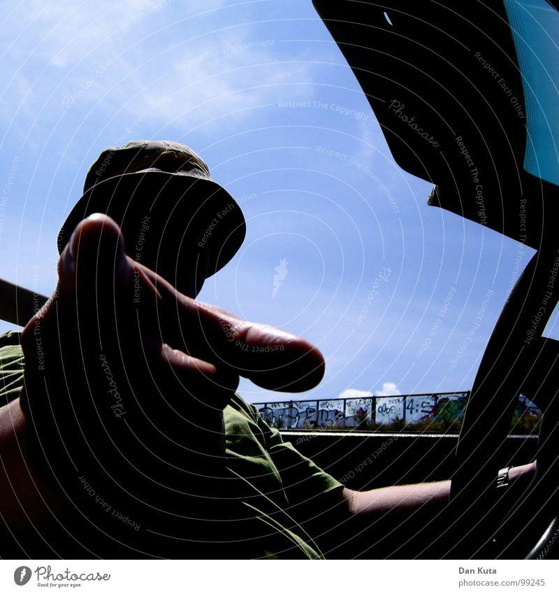 Vorsicht, Freundchen! Cabrio Coolness Finger Lenkrad hart offen Luft Erholung führen Baseballmütze Kopfbedeckung Autofenster Wagen Oldtimer Youngtimer Beweis