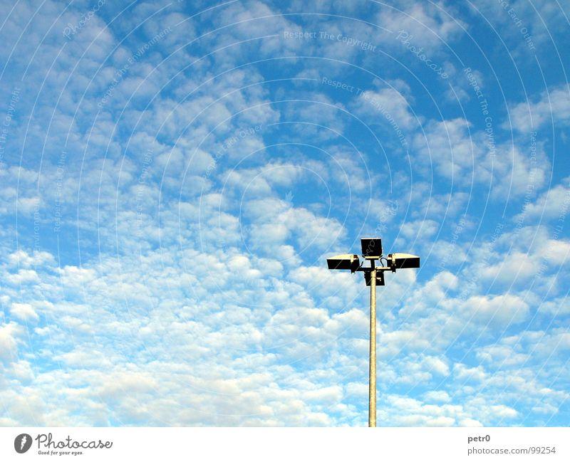 Blue sky mining Himmel weiß Sonne blau Wolken Lampe Freiheit Beleuchtung frei Platz Laterne Schönes Wetter Strommast Parkplatz Kumulus Altokumulus floccus