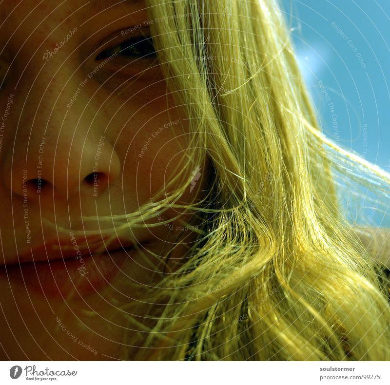 dreamy... Frau Jugendliche schön Himmel grün blau Sommer Gesicht Auge gelb träumen Haare & Frisuren Kopf Mund Beleuchtung Wind